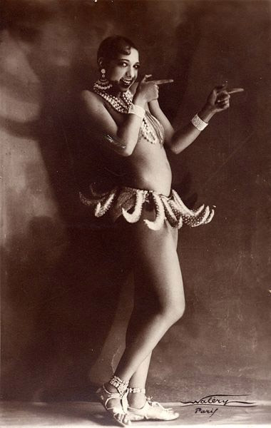 Josephine and her famous banana skirt in 1927 at the Folies Bergère