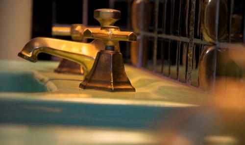 Détail des robinets de la salle de bains de Joséphine Baker, 1949